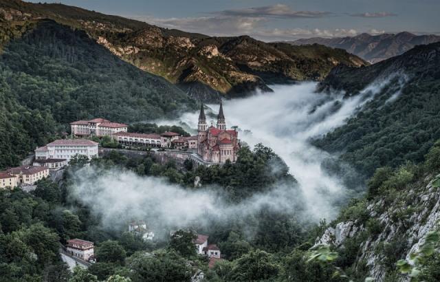 parroquias_basilica-covadonga_covadonga_covadonga-in-fog-spain_1643_1413047636