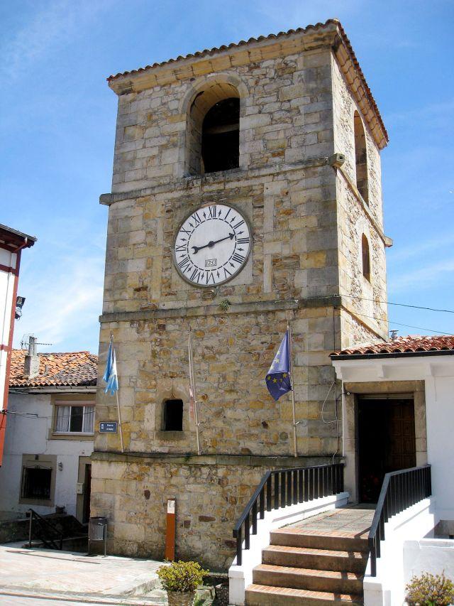1200px-Torre_del_Reloj_(Lastres)